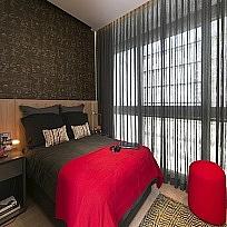 וילונות לחדרי שינה בשילוב טפטים, ריפוד גב מיטה, כיסויי מיטה, כריות - תמונות